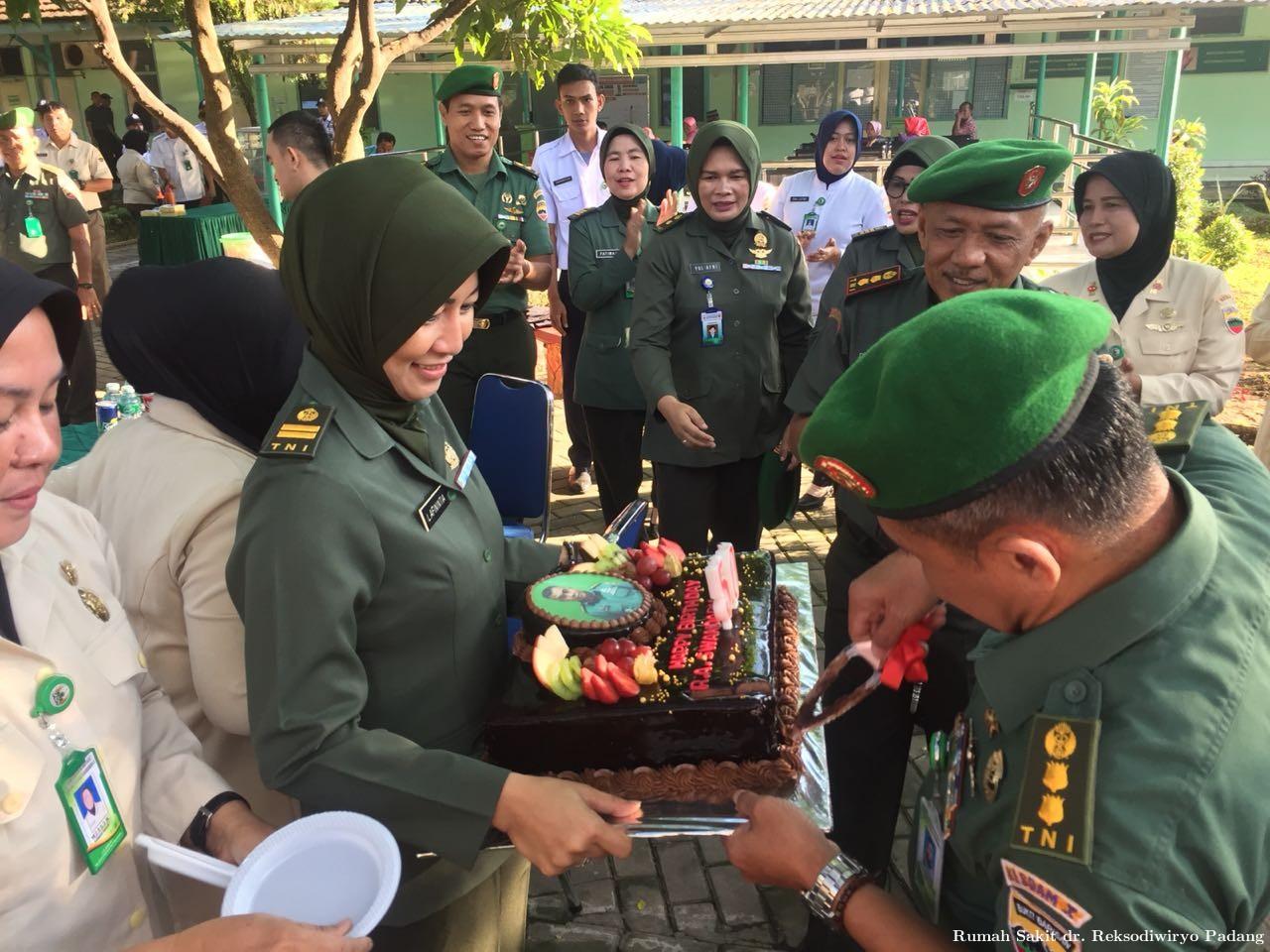 Perayaan Ulang Tahun Kepala Rumah Sakit dr. Reksodiwiryo Padang