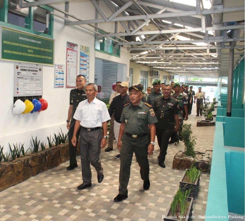 Kunjungan Ka Kesdam I/BB ke RS TK.III dr Reksodiwiryo Padang